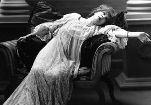 victorian-lady-fainting-thumb-300x209-887